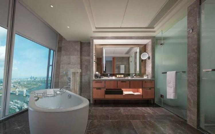 Luxury Bathrooms cityviewroombathroomshangrilalondon-large_transzhc_wx102xa17mhade_wycqnt3do9q32ebgq3uch9eu