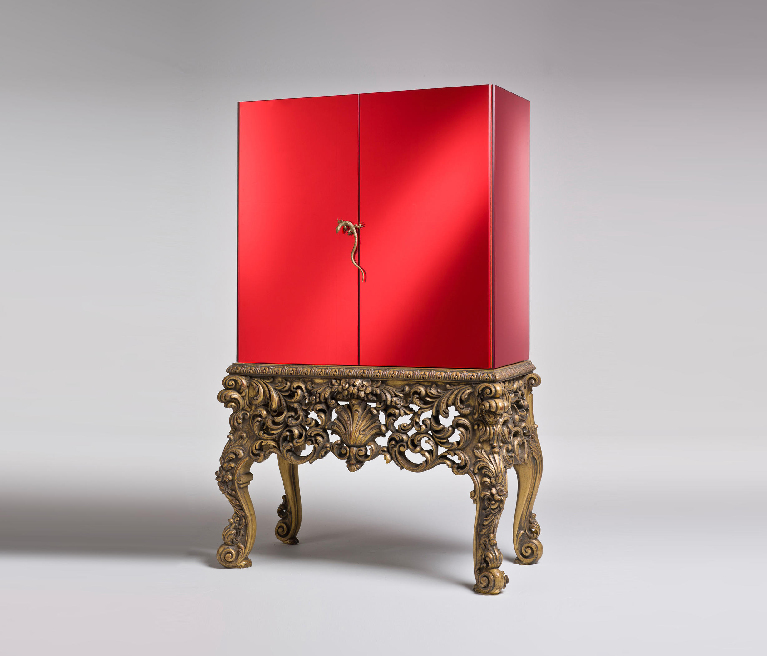 luxury cabinets The Most Detailed Luxury Cabinets 4 The Most Detailed Luxury Cabinets 1