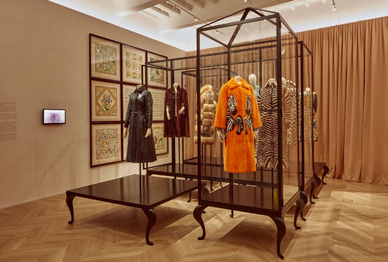 glass cabinets Glass Cabinets By Alessandro Michele For The Gucci Garden Series The Maximalist Menagerie of Alessandro Michele   s Immersive Gucci Garden in Florence 2