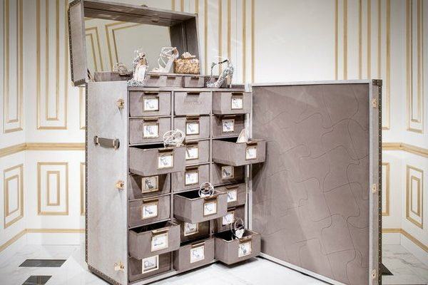 Shoe Cabinet Memento Trunk – Jimmy Choo's Amazing Shoe Cabinet Design 0000 1 600x400