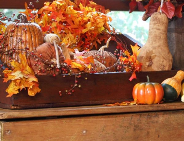 thanksgiving 10 Striking Top Interior Designers Thanksgiving Sideboard Decorations feature 600x460