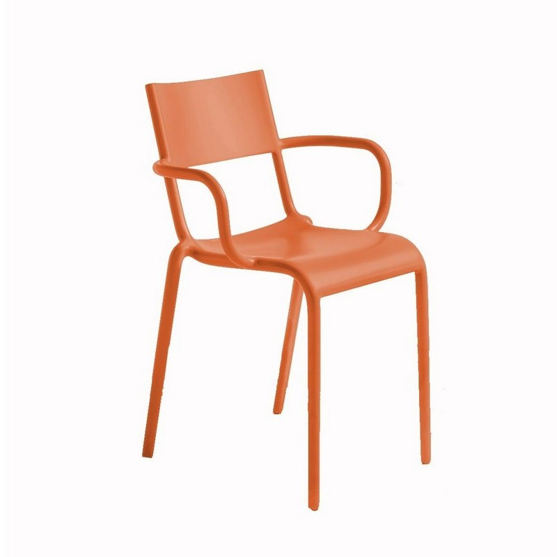 Philippe Starck Philippe Starck and Kartell: A Minimalism Approach 3 4