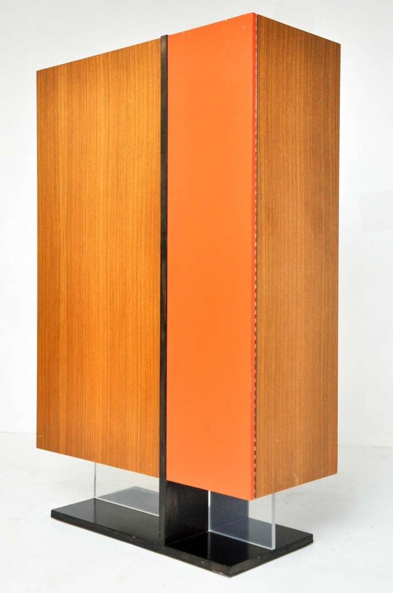 modern cabinets 10 Modern Cabinets For A Contemporary Home a2d5b9bab11fcd0b41216cdef0af6ab8