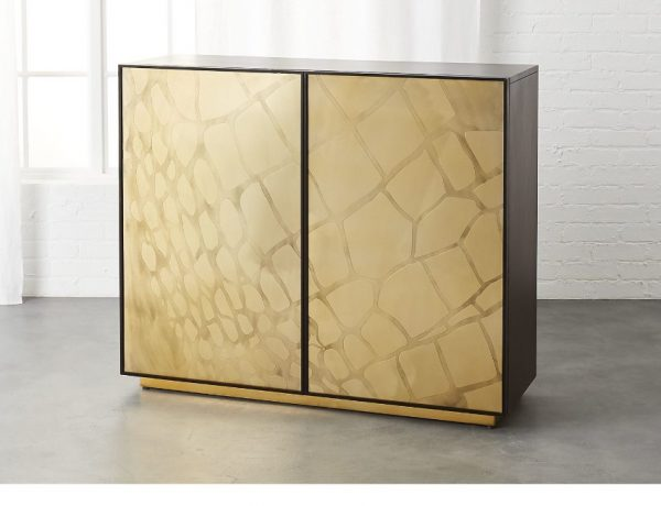 luxury design Luxury Design – 10 Modern Bar Cabinets For Your Home SerpentBarSHF17 16x9 e1512929448192 FT 600x460