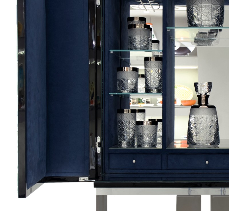 Bar Cabinets That Will Spice Up Any Celebration (8)